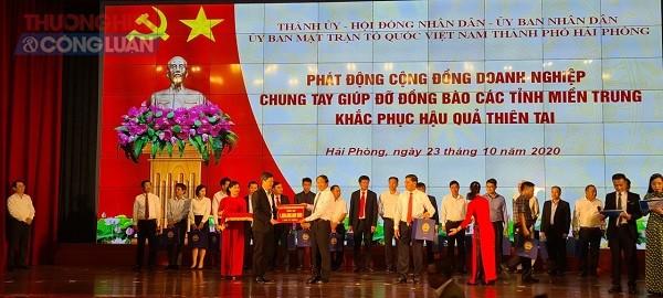 Công ty CP nhựa thiếu niên Tiền Phong ủng hộ 1 tỷ đồng