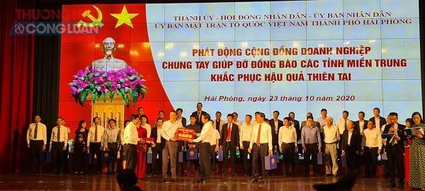 Huyện ủy - UBND - HĐND - UBMTTQ Việt Nam huyện Vĩnh Bảo ủng hộ 800 triệu đồng