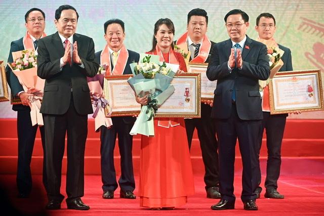 Bà Ninh Thị Lan Phương - Phó TGĐ Ngân hàng SHB vinh dự nhận Huân chương Lao động hạng Ba