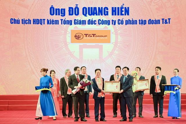 Ông Đỗ Quang Hiển - Chủ tịch HĐQT kiêm TGĐ Tập đoàn T&T Group vinh dự được Đảng và Nhà nước trao tặng Huân chương Lao động hạng Nhất vì những đóng góp tích cực vào sự nghiệp xây dựng Chủ nghĩa Xã hội và bảo vệ Tổ Quốc