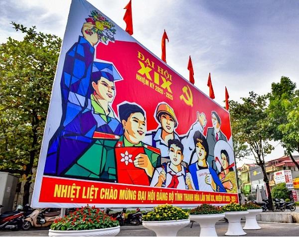 cờ hoa và các mô hình chào mừng đại hội được đơn vị thi công trang trí.
