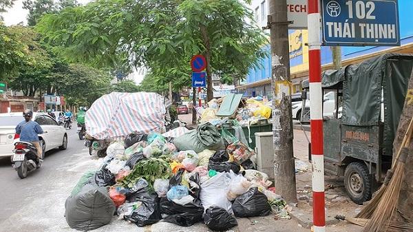 Đây là hình ảnh ghi lại tại phố Thái Thịnh, đoạn gần đầu ngõ 102 (ẢNH ĐAN HẠ)