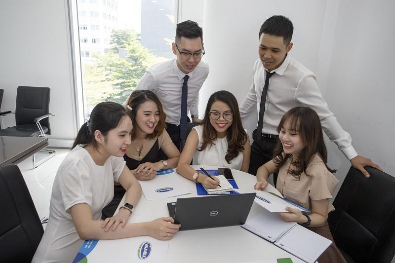 Vinamilk thu hút đội ngũ nhân sự trẻ nhờ môi trường làm việc tốt và thông qua các chương trình như Quản trị viên tập sự