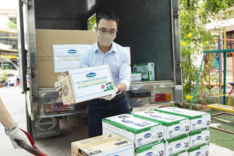 Vinamilk luôn khuyến khích nhân viên tham gia các hoạt động vì cộng đồng của Công ty như Quỹ sữa Vươn cao Việt Nam, Quỹ 1 triệu cây xanh