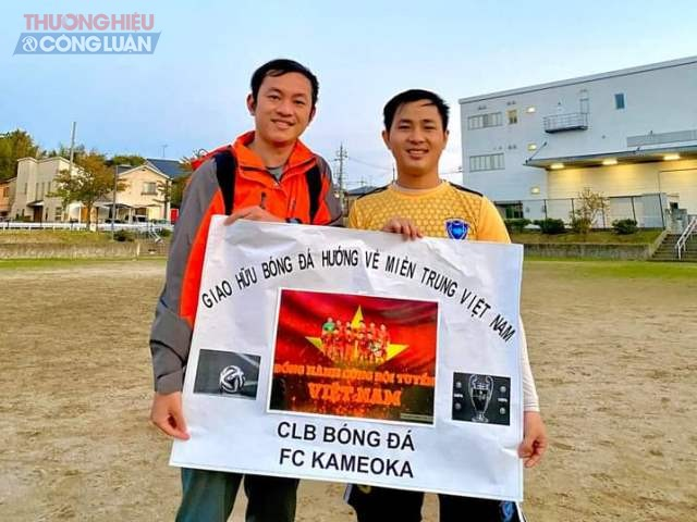 Đội bóng của cựu sinh viên tại Nhật Bản gây quỹ ủng hộ đồng bào miền trung