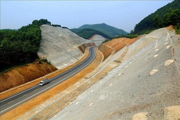 Cao tốc Bắc - Nam đoạn Cam Lộ - La Sơn sẽ hoàn thành vào năm 2021