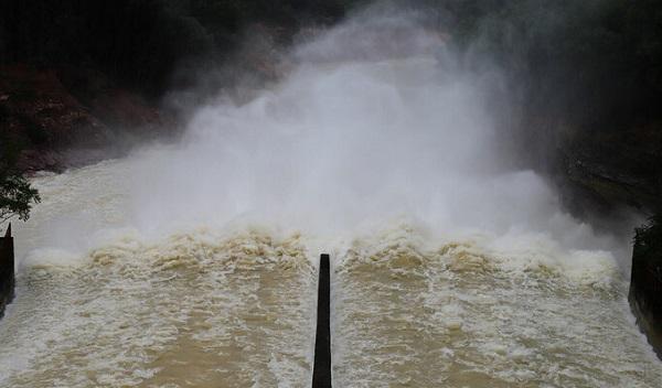 Sáng nay (26/10), Hồ Kẻ Gỗ tăng lưu lượng xả lũ đón bão Molave