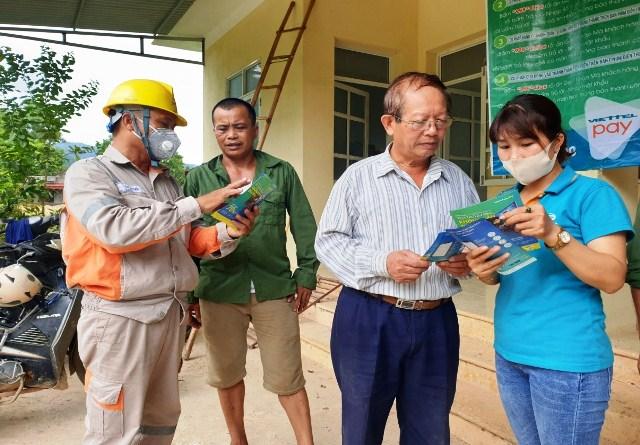 PC Lạng Sơn tuyên truyền dịch vụ tiện ích Viettel Pay cho người dân tại huyện Hữu Lũng