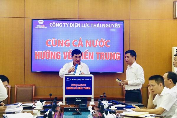 Công ty Điện lực Thái Nguyên quyên góp ủng hộ đồng bào miền Trung khắc phục thiên tai, lũ lụt