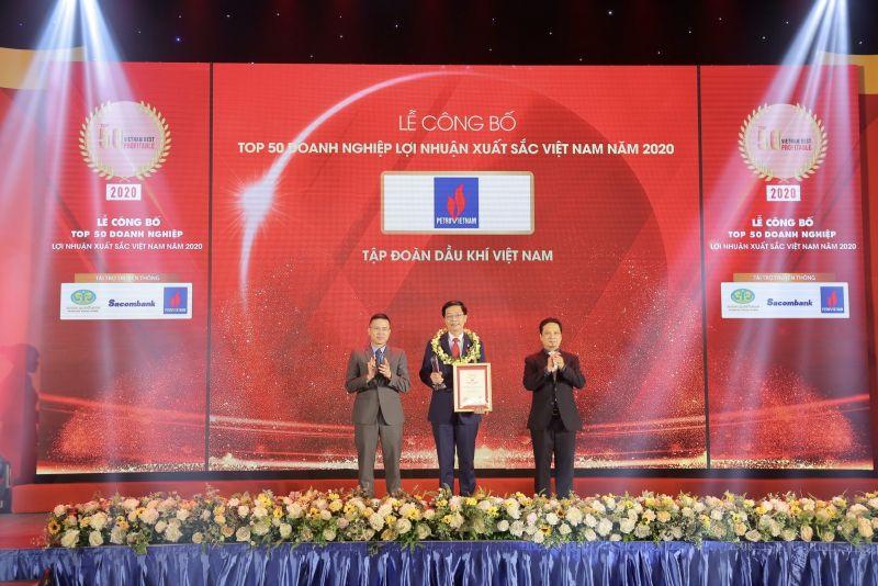Đại diện Petrovietnam nhận vinh danh Top 50 doanh nghiệp có lợi nhuận tốt nhất Việt Nam năm 2020