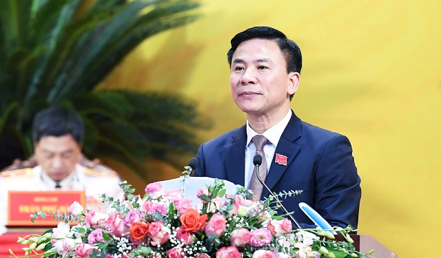 Phó Bí thư Thường trực Tỉnh ủy Đỗ Trọng Hưng trình bày Báo cáo chính trị