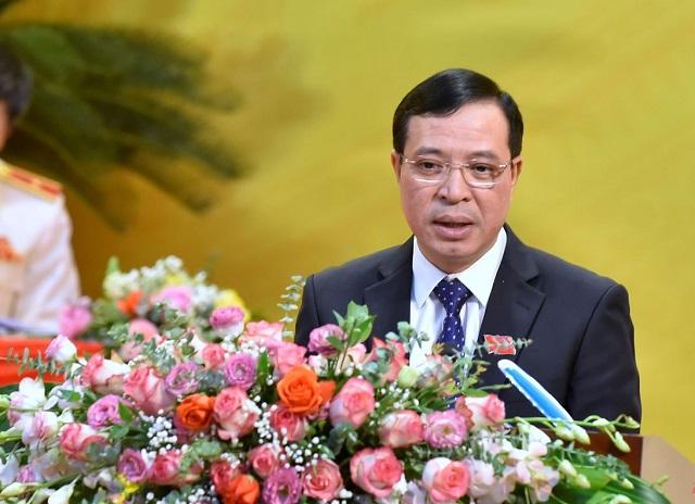 Đồng chí Lại Thế Nguyên, Ủy viên Ban Thường vụ, Trưởng Ban Tổ chức Tỉnh ủy báo cáo Đề án nhân sự BCH Đảng bộ tỉnh khóa XIX.