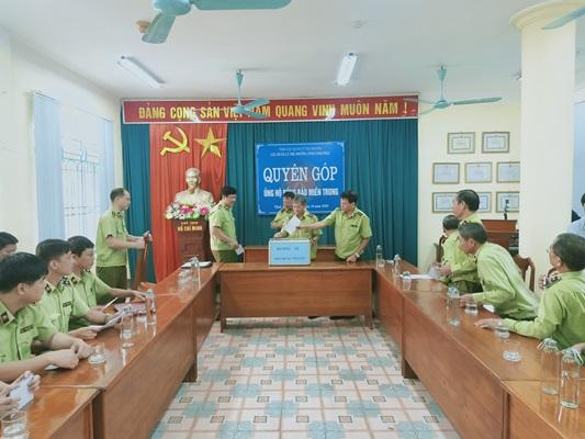 Cục quản lý thị trường tỉnh Vĩnh Phúc quyên góp trên 36 triệu đồng ủng hộ đồng bào bị ảnh hưởng lũ lụt tại miền Trung.