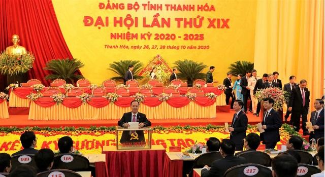 Các đại biểu bỏ phiếu bầu BCH Đảng bộ tỉnh Thanh Hóa khóa XIX, nhiệm kỳ 2020-2025.