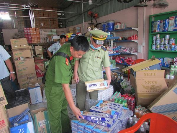 Lực lượng QLTT tỉnh Bình Dương vừa chuyển truy cứu trách nhiệm hình sự đối vụ tàng trữ số lượng lớn thuốc lá nhập lậu, giả mạo nhãn hiệu
