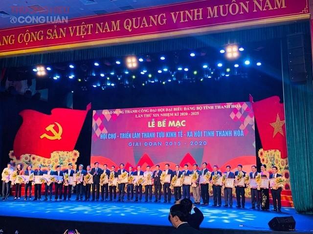 trao tặng Bằng khen của Chủ tịch UBND tỉnh cho 81 tập thể