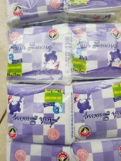 Gói băng vệ sinh nhãn hiệu Ánh Dương đang kinh doanh tại cơ sở để tiếp tục xác minh