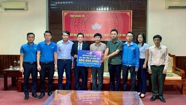 Tập đoàn Bảo Việt trao quà ủng hộ miền Trung