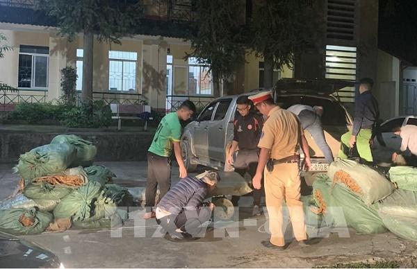 Công an huyện Trùng Khánh, tỉnh Cao Bằng vừa phát hiện một vụ vận chuyển gần 800 kg thuốc lá nguyên liệu không có nguồn gốc xuất xứ.