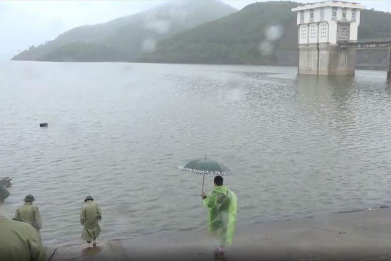 Nhiều vùng ở Hà Tĩnh ngập trong lũ lụt