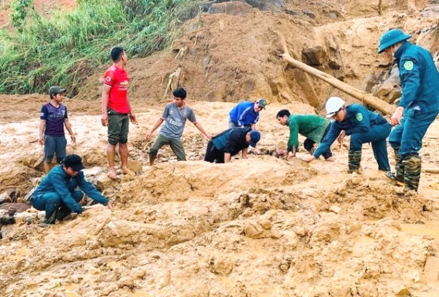 Tình hình mưa lũ ngày 29/10 có 11 người thiệt mạng trong 3 vụ sạt lở liên tiếp ở Quảng Nam