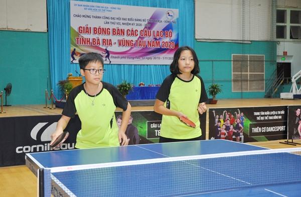 Đào Minh Hải và Đào Thu Hằng, 11 tuổi, học sinh Trường THCS Trần Phú, từng đạt giải nhất (đơn nam và đôi nam nữ) giải HKPĐ thành phố Vũng Tàu lần thứ XI năm 2020 tiếp tục tham dự giải này