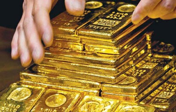 Vàng lao dốc do nhà đầu tư đẩy mạnh mua vào đồng USD