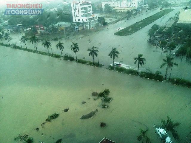 Các tuyến đường ở TP. Vinh cũng đầu bắt đầu ngập nước