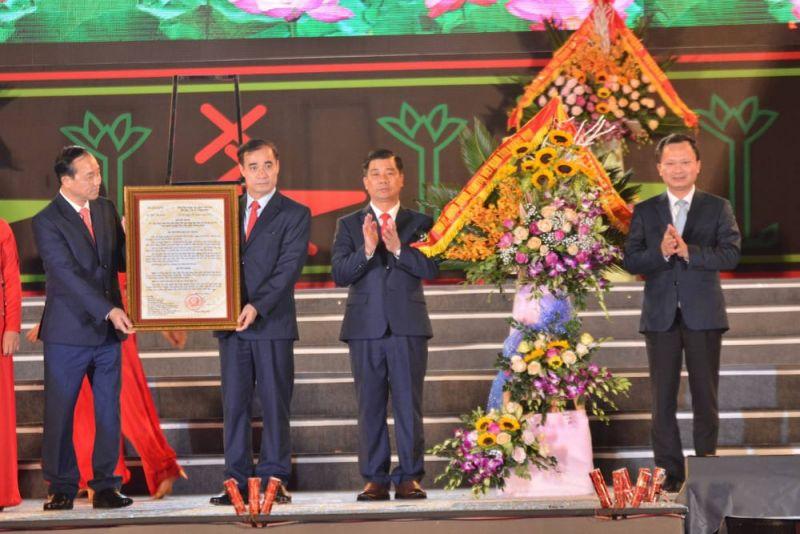 Huyện Tiên Yên đã đón nhận Quyết định công nhận Thị trấn Tiên Yên mở rộng đạt tiêu chí đô thị loại IV của Bộ Xây dựng.