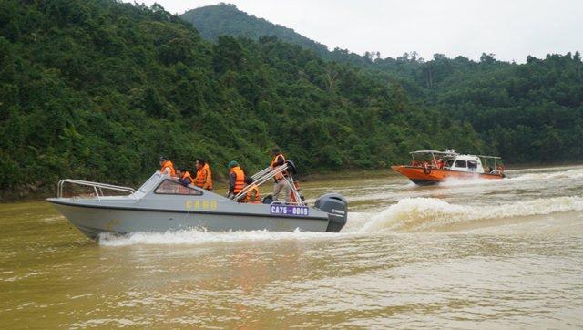 Công an TT Huế tìm kiếm người mất tích trên sông Rào Trăng