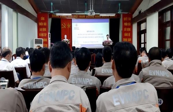 Ông Bạch Hồng Quân - Phó Giám đốc Công ty khai mạc lớp tập huấn