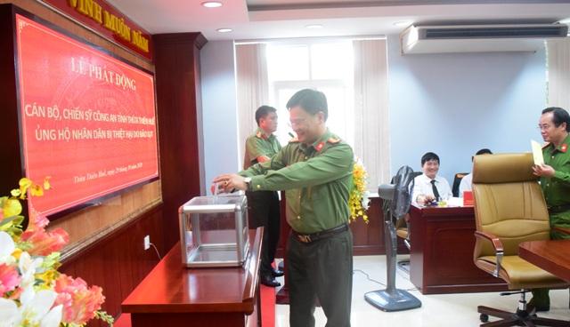 Thượng tá Nguyễn Thanh Tuấn- Giám đốc Công an tỉnh TT.Huế phát động quyên góp cứu trợ người dân bị lũ lụt