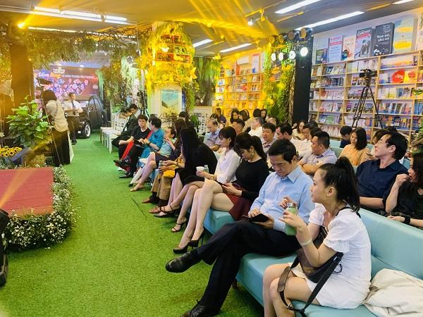 Chương trình diễn ra lần đầu tiên hội tụ những doanh nhân uy tín và tên tuổi lớn trong giới nghệ thuật