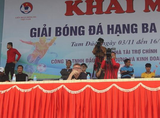 """HLV U19 Việt Nam """"xem giò"""" các cầu thủ tại Vĩnh Phúc"""