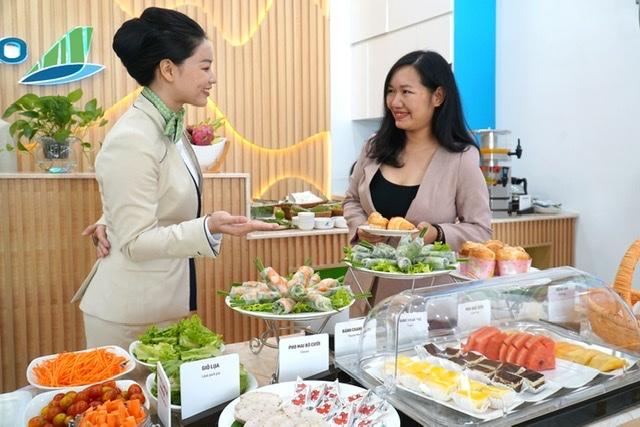 Khi bay Côn Đảo cùng Bamboo Airways, hành khách có cơ hội nghỉ ngơi tại Phòng chờ Thương Gia - First Lounge by Bamboo Airways tại sân bay Côn Đảo vừa được khai trương của Hãng.