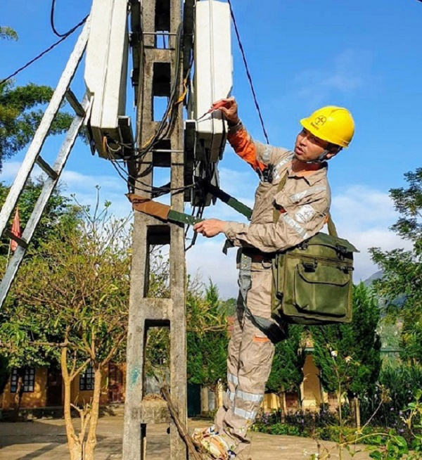 Thay thế công tơ điện tử trên địa bàn TP. Lai Châu