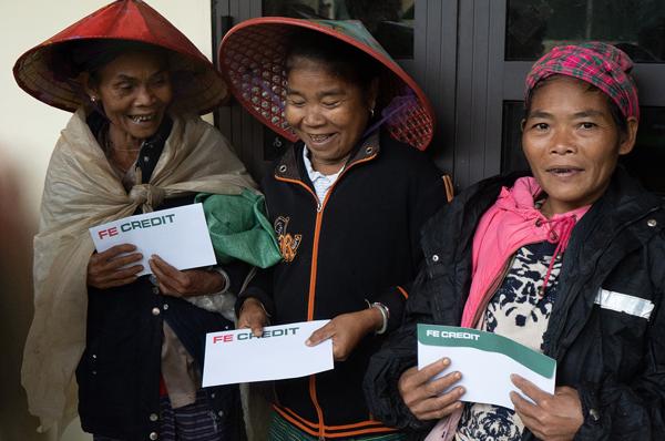 FE CREDIT trao tặng 600 phần quà cho bà con ở Minh Hóa, huyện miền núi tỉnh Quảng Bình