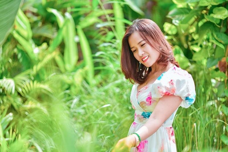 Chị Nhung cho biết chị có một khoảng đất dành riêng để trồng hoa hồng và những cây xanh xinh xắn, là nơi bình yên, mát mẻ nhất mỗi khi chị muốn F5 (làm mới) lại bản thân (Facebook: Hoàng Hồng Nhung)