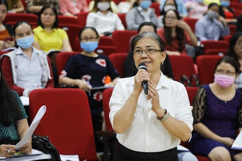 Nhiều câu hỏi của đại diện các phòng giáo dục và các trường đã được Vinamilk giải đáp tại buổi tập huấn.
