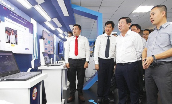 Chủ tịch UBND TPHCM Nguyễn Thành Phong thăm Không gian sáng tạo và trải nghiệm chuyển đổi số TPHCM.