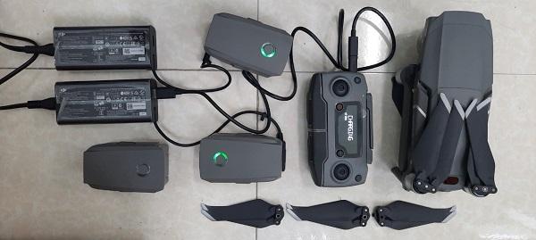 Kiểm tra, sạc đầy điện cho Pin – tay điều khiển