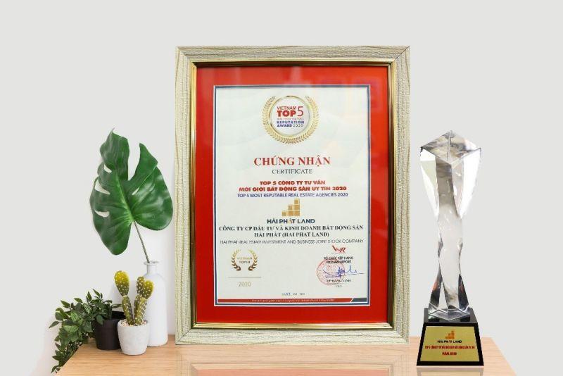 """Top 5 Công ty tư vấn & môi giới BĐS Việt Nam uy tín năm 2020 – một trong những giải thưởng uy tín Hải Phát Land được """"xướng tên"""" trong năm 2020."""