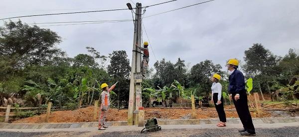 Lãnh đạo Điện lực Hương Sơn chỉ đạo công tác giảm tổn thất điện năng