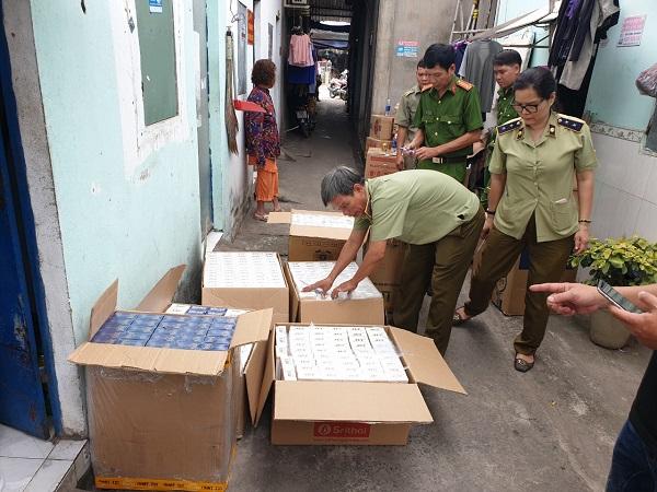 Lực lượng chức năng kiếm đếm thuốc lá nhập lậu