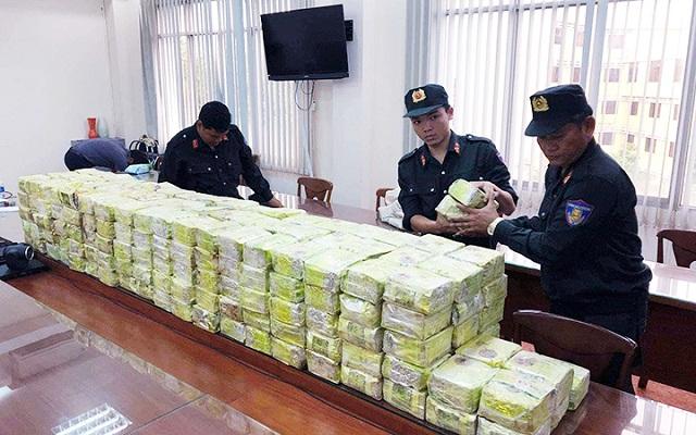 Các cơ quan chức năng bắt giữ 300 kg ma túy do các đối tượng ở nhiều quốc gia câu kết thực hiện tại quận Bình Tân, TP Hồ Chí Minh