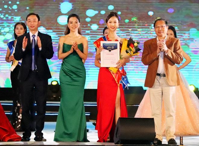 Giải Người đẹp thứ 2 thuộc về thí sinh Trần Nhật Lệ, số báo danh 45