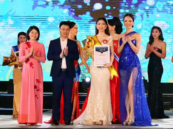 Giải Người đẹp thứ 3 thuộc về thí sinh Đỗ Phương Anh, số báo danh 60.