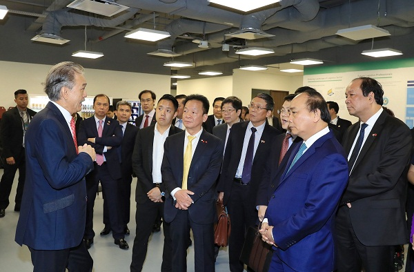 Ông Đỗ Quang Hiển, Chủ tịch HĐQT kiêm Tổng Giám đốc Tập đoàn T&T Group tháp tùng Thủ tướng Chính phủ Nguyễn Xuân Phúc đến thăm Công ty Thành phố chuỗi cung ứng (Supply Chain City) của Tập đoàn YCH vào tháng 4/2018.
