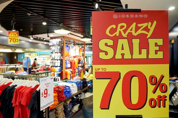 """Vào """"Ngày Thứ Sáu đen tối"""" nhiều thương hiệu giảm giá lên tới 70%"""
