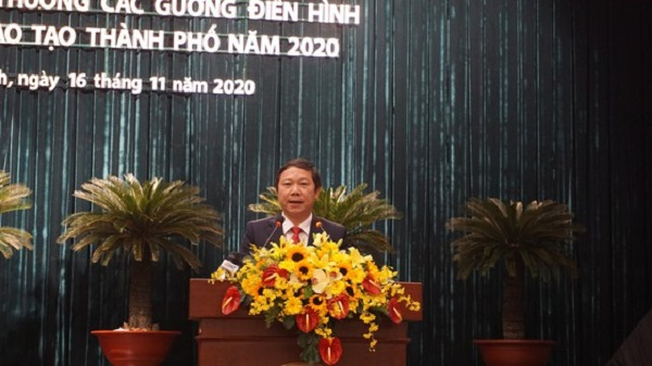 Phó Chủ tịch UBND TPHCM Dương Anh Đức phát biểu tại lễ tuyên dương, sáng 16-11-2020.